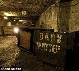 矿用卡车搭载液态氮,开往实验室